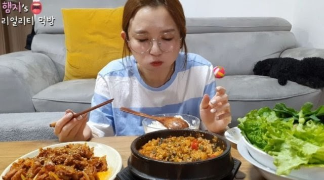 5.3m sub Mukbang YouTuber Hamzy terminated from her Chinese agency for taking a stand for kimchi ~ Netizen Buzz