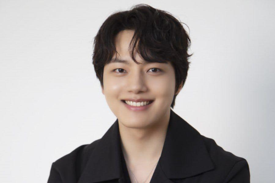 """Yeo Jin Goo Talks About Ideas For Imaginary """"Beyond Evil"""" Remake, Wanting To Take On Romance Genre, And More"""